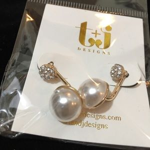 Jewelry - Pearl and Crystal Drop Earrings